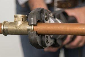 Bleifreie Fittings aus der Serie PURAPRESS können mit Kupfer- oder Edelstahlrohren verarbeitet werden