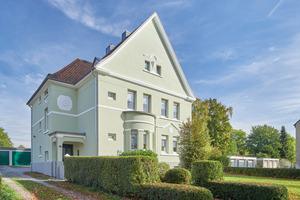 Feinfühlige Farbgestaltung: Nach der Sanierung strahlt die grüne Villa wieder ihre ursprüngliche Schönheit aus