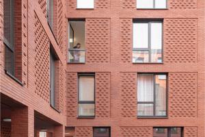 Durch die Aufteilung der Volumina auf vier Häuser entstehen Innenhöfe und damit eine hohe Freiraumqualität