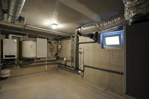 Kompakt und übersichtlich mit schnellem Zugriff auf alle Komponenten: Der Haustechnikraum befindet sich jeweils im Untergeschoss der 550 Wohneinheiten.