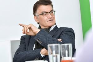 Dr. Ronald Rast ist Geschäftsführer der DGfM, der die Interessen der Mauerstein produzierenden Industrie vertritt. Schwerpunkt des Verbandes ist der Wohnungsbau, der zu über 70 Prozent mit Mauerwerk errichtet wird.<br />