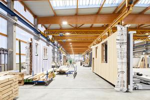 Serielle Fertigung der Fassadenmodule in Neuruppin bei der Knauf-Tochter Opitz<br />