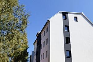 Das Gebäude-Ensemble hat mit der umfassenden Sanierung und ergänzenden Aufstockung den Schritt in zukunftsorientiertes Wohnen geschafft