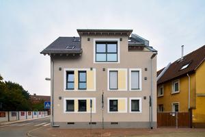 Quantensprung in Sachen Wohnkomfort: Die außenseitige Wärmedämmung in Verbindung mit neuer Haustechnik haben das Gebäude in ein KfW-70-Effizienzhaus verwandelt