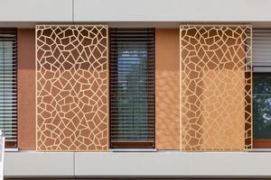 Handwerkliche Meisterleistung: Sowohl die Detaillösungen für die Anschlüsse des Wärmedämm-Verbundsystems als auch die farbtongenaue, präzise Ausführung der Farbfelder stellten höchste Anforderungen an die Qualität der eingesetzten Materialien und das Können der Verarbeiter