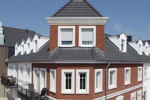 Sigma-Pfannen schaffen lebendige, harmonische Dachflächen. In EasyLife-Qualität sparen sie zudem rund ein Drittel Gewicht – und können daher auch noch auf Dächern verlegt werden, deren Tragkraft für konventionelle Dachsteine nicht mehr ausreicht