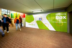 """Die """"Hamburg Box"""" steht an mehreren Bahnhöfen des Hamburger ÖPNV. Fahrgäste nutzen sie beispielsweise auf ihrem Arbeitsweg"""