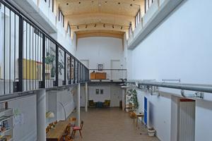 Eine renovierte Halle zur gemeinschaftlichen Nutzung