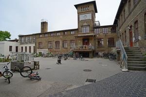 Auf dem 17.000 Quadratmeter großen ehemaligen Fabrikgelände in Werder leben mittlerweile mehr als 160 Menschen unterschiedlicher Generationen zusammen