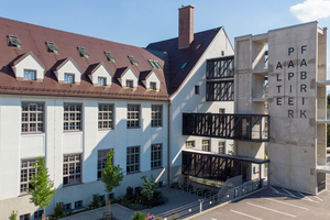 Ein gelungenes, energetisch saniertes Objekt – die Papierfabrik Rosenheim. Gut gedämmt und in neuem Glanz das Dach des denkmalgeschützten bemerkenswerten Industriebaus