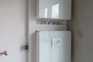 Rechts: In der Powerbox laufen alle elektrischen Komponenten zusammen