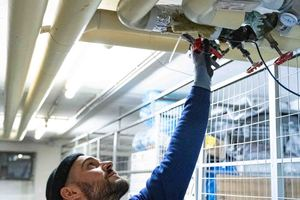 Anbringung der Sensoren an relevanten Punkten der Trinkwasser- oder Heizungsanlagen