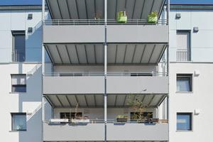 Großzügige Balkone erweitern den Wohnbereich um einen Platz im Freien
