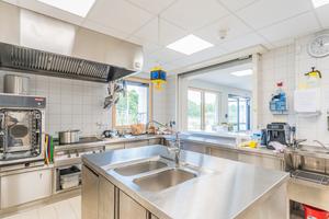 In der Küche im Erdgeschoss wird jeden Tag frisch gekocht