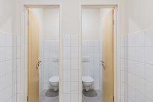 <br />Hochwertig sind auch die sanitären Anlagen, die in Versorgungskernen in der Grundrissmitte angeordnet sind