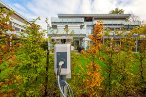 Nicht nur die Nebenkosten fürs Wohnen, sondern auch für die Elektromobilität sind in der Flatrate-Miete enthalten
