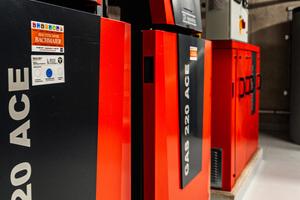 Die bodenstehenden Gas-Brennwertkessel Gas 220 Ace sind durch die Transportrollen am Kesselboden und Handgriffe an der Kesselrückseite besonders montagefreundlich