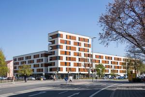 """Weithin sichtbar: Die Wohnanlage """"Neues Wohnen Sündersbühl"""", die mit ihrer markanten Gestaltung den gesamten gleichnamigen Nürnberger Stadtteil aufwertet"""