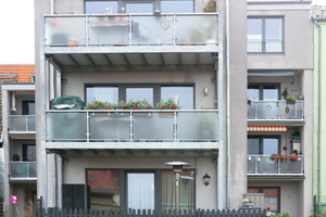 Für ein langes Fassadenleben: Auf die hofseitige Gebäudehülle wurde ein Wärmedämm-Verbundsystem aufgebracht