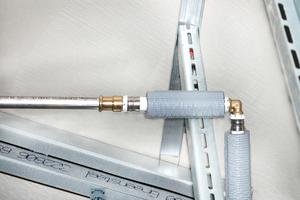 Der Systemwechsel vom Edelstahlsystem NiroSan auf Multifit-Rohr und 3fit-Press-Fittings für den Anschluss eines Sanitärobjekts