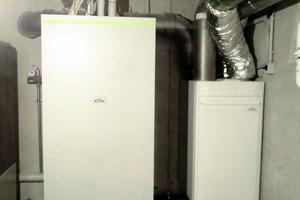 Rechts: Der x-buffer combi ist die platzsparende Kombilösung für Heizungswärme und Warmwasser. Außerdem zu sehen: das Lüftungsgerät x-well S280
