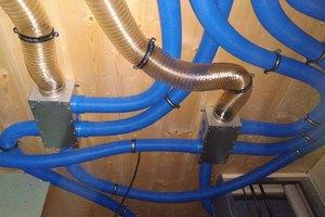 Die Lüftungsschläuche der Lüftungsanlagen x-well F170 und die x-well F130 wurden in den Mehrfamilienhäusern aus Platzgründen unter die abgehängten Baddecken verlegt<br />