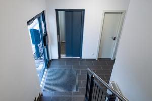 Treppenhaus und Aufzugsanlage sorgen dafür, dass alle Wohnungen bequem, barrierefrei und sicher erreichbar sind
