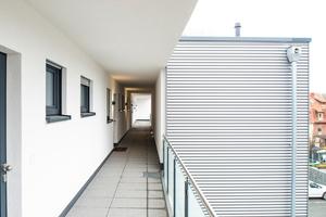 Eine Erschließungsform, mit langer Tradition: der Laubengang. Auch in Sarstedt setzt man auf die luftige Galerie, bei der jede Wohneinheit direkten Zugang nach außen hat