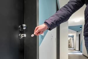 Die bereits fertig gestellten 213 Microappartements sind mit digitalen Schließzylindern ausgestattet, der Mieter identifiziert sich mit seinem Transponder an der Tür und kann sie öffnen