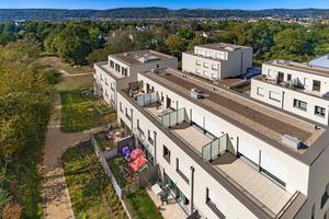Der Gebäudekomplex ist mit Knauf MineralAktiv vor Algen- und Pilzbefall geschützt