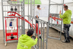 In der Vor-Ort-Produktionsstätte werden Module gefertigt, die auf der Baustelle nur noch angeschlossen werden müssen