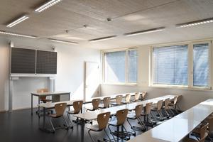 Alle Klassenräume wurden an die Ost- und Westfassade platziert, die Nebenräume rückten ins Zentrum des Gebäudes