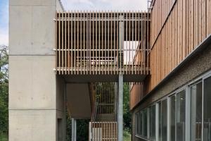 Vertikal erschlossen wurde das aufgestockte Gebäude durch einen Treppenturm. Somit ist das Obergeschoss komplett unabhängig vom Erdgeschoss nutzbar