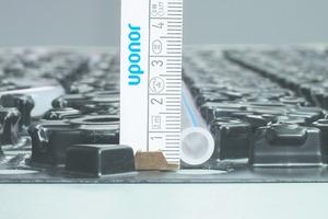 Das Minitec-Niedrigaufbausystem ist mit einer Elementhöhe von nur einem Zentimeter sehr flach und dadurch ideal geeignet für den nachträglichen Einbau einer Fußbodenheizung