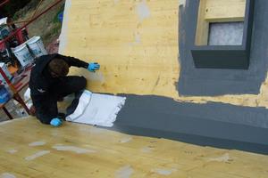 Selbst für Holz hat Triflex eine Lösung parat. Eine sorgfältige Beurteilung des vorliegenden Untergrunds ist die Basis für die Wahl des Abdichtungssystems und entscheidet auch über eine Untergrundvorbehandlung und Grundierung, sofern notwendig