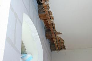 Die Innendämmung wurde geschossübergreifend durch die Holzbalkendecken hindurchgeführt