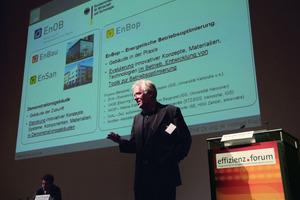 Prof. Norbert Fisch bei seinem Vortrag zu effizienten Gebäuden