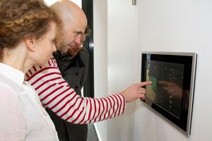Simone Wiechers und Jörg Welke am Touchpanel