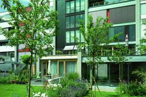 Private Kleingärten und großzügige Terrassen auf verschiedenen Geschossebenen