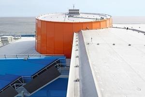 Dachformen werden durch Dachrandprofile sowohl mittels der Form als auch farblich akzentuiert
