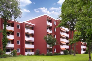 Der aus dem Jahr 1976 stammende Wohnblock wurde hochwertig saniert. Die ursprüngliche kräftig rote Farbe sollte nach einer Umfrage der Mieter beibehalten werden<br />