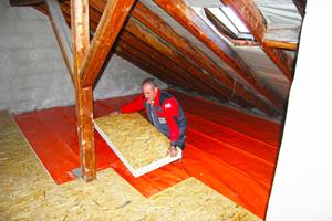 Die Dachboden-Wärmedämmelemente sind durch ihr Format einfach zu verlegen