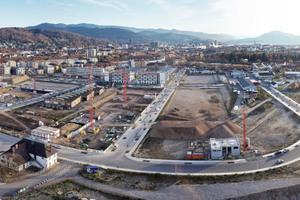 In Freiburg-Bühl konzipierte Urbana die Quartiersversorgung neu: In Zukunft wird der Stadtteil aus dezentraler Kraft-Wärme-Kopplung mit umweltschonender Wärme versorgt – optional auch mit Vor-Ort-Strom. In Summe wird so ein Primärenergiefaktor von 0,40 erreicht