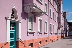 Charakteristisch für das Königsviertel sind die unterschiedlich farbigen Fassaden mit ihren vielfältigen Schmuckelementen im Art-Deco-Stil