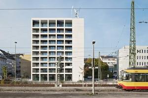 Das sanierte Wohnhochhaus ist jetzt ein markanter Blickfang direkt am Pforzheimer Hauptbahnhof