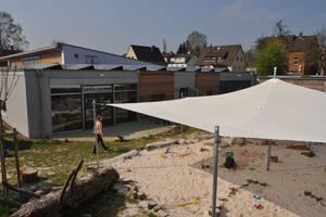 Auf dem Dach der Kindertagesstätte verrichtet eine 18.5 kWp-Photovoltaikanlage ihren Dienst