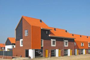 Dachsteine mit ClimaLife-Oberfläche – hier in rot – sorgen auf 105 Neubauten für saubere Luft