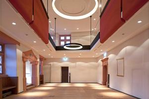 Im außergewöhnlich gestalteten Rittersaal, in dem alt und neu harmonisch aufeinander abgestimmt wurden, könnte das Standesamt seinen neuen Platz finden