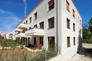 """In München sind zwei Mehrfamilienhäuser in Holzbauweise entstanden: """"gemeinsam größer"""" heißt die Baugemeinschaft, die dahinter steht."""