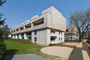 Durch die Aufstockung der Bestandsbauten wurde die vorhandene, gewachsene städtebau-liche Struktur der Siedlung am wenigsten verändert<br />